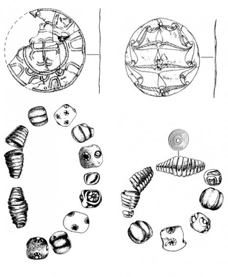 Karcolt, geometrikus poncolt ezüstkorong; Karcolt, palmettás díszű ezüstkorong; gyöngyök