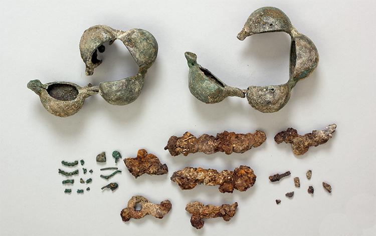 A földlabdából előkerült leletek